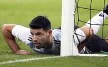 Aguero an toàn sau khi nhập viện giữa trận