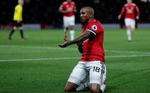 Young lập cú đúp, M.U thắng dễ Watford