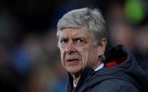 """""""Arsenal phòng ngự như mơ ngủ"""""""
