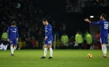 10 người Chelsea thảm bại trước Watford