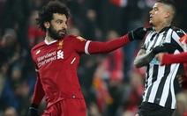 """Salah và Mane """"nổ súng"""", Liverpool vươn lên nhì bảng"""