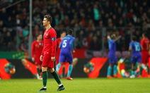 """Ronaldo """"tịt ngòi"""", Bồ Đào Nha thảm bại trước Hà Lan"""