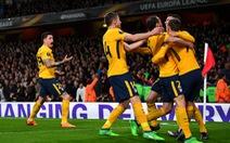 10 người Atletico Madrid cầm chân Arsenal tại Emirates