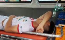 Dương Văn Hào bị gãy xương chày sau pha vào bóng của Huỳnh Tấn Tài