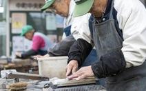 Người cao tuổi tham gia lao động: Chuyện của Nhật Bản khác gì chuyện của Việt Nam?