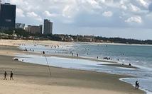 Vừa mở bãi tắm Vũng Tàu, người dân ào ra biển, du khách tranh thủ đặt phòng
