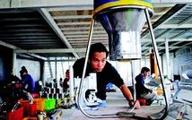 Trai 9X làm máy cho tôm ăn tự động