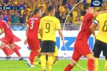 Người hâm mộ Malaysia 'căng thẳng' với Duy Mạnh