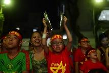 Thương quá bệnh nhi ung bướu nén cơn đau cổ vũ tuyển Việt Nam