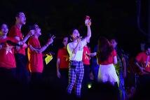 100 nghệ sĩ livestream tưng bừng phố đi bộ Nguyễn Huệ trước giờ bóng lăn