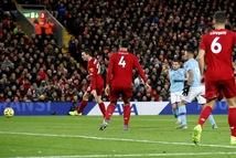 Mane và Salah lập công, Liverpool thắng Man City trên sân Anfield