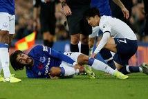 Bốn tháng sau khi bị Son Heung Min đốn gãy chân, Andre Gomes đã trở lại
