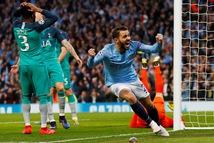 Cộng đồng mạng lên cơn 'sốt' với trận cầu không tưởng giữa MC và Tottenham