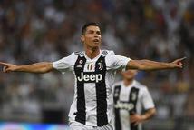 Giành giải 'cầu thủ hay nhất Serie A', Ronaldo tạo ra điều chưa từng có