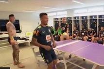 Video 'trận bóng bàn độc đáo' của  Neymar và các tuyển thủ Brazil