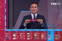 Video khoảnh khắc Cahill bốc thăm tuyển Việt Nam vào bảng có Thái Lan, Indonesia và Malaysia