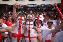 CĐV Anh hài hước khuyến khích nhau khiến vợ có thai để…xem Euro 2020