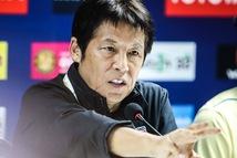 HLV Nishino chê Bùi Tiến Dũng 'ăn vạ', nhưng đội tuyển năm xưa ông dẫn dắt thì sao?