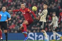 M.U chỉ hơn Liverpool ở khả năng… diễn hài