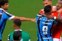 Video: Trọng tài 'mỏi tay', rút 8 thẻ đỏ trong vài phút ở Copa Libertadores