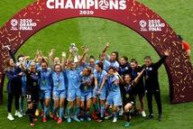 Lên ngôi vô địch mùa COVID-19, đội bóng có màn nhận huy chương 'khác thường'