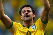 Cựu tuyển thủ Brazil đạp xe 600km để… ra mắt đội bóng