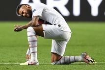 """Chơi ích kỷ, Neymar """"phòng ngự"""" cho Atalanta suốt cả trận"""