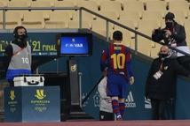 Messi đánh nguội bị thẻ đỏ, Barca thua nghẹt thở ở trận tranh Siêu cúp Tây Ban Nha