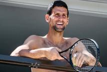 Novak Djokovic viết tâm thư giải thích mình không ích kỷ