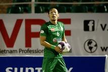 Tiền vệ người Hàn Quốc thi triển 'độc chiêu' ném biên tại V-League