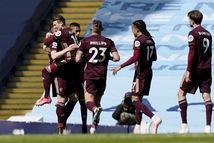 Man City thua sốc trước 10 người Leeds