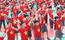 1.000 học trò nhảy 'Việt Nam ơi' cực kỳ dễ thương trước bán kết 2