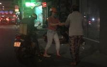 Những ổ bánh mì lặng lẽ giữa đêm Sài Gòn