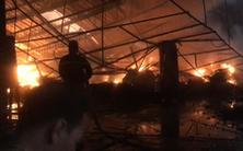 Video: Cháy lớn ở công ty gỗ, hàng ngàn mét vuông nhà xưởng bị thiêu rụi