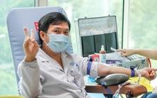 Y bác sĩ và người dân TP.HCM hiến máu cứu người trong mùa dịch