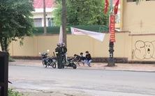 3 học sinh không đội mũ bảo hiểm bị phạt 'thụt dầu', dân mạng khen cảnh sát phạt quá hay
