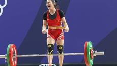 Giành HCV SEA Games, Vương Thị Huyền khóc sướt mướt khi nói về người cha quá cố