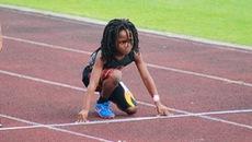 Cậu  bé 7 tuổi chạy 100m trong 13,48 giây