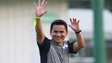 Xem 'Zico Thái' chỉ đạo cầu thủ HAGL bằng tiếng Việt
