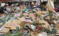 Tan tác chợ hoa Sài Gòn, tiền tỉ đổ bỏ ngày 30 tết