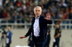 HLV tuyển UAE Van Marwijk dạy học trò '3 chiêu' để thắng Việt Nam
