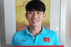 Minh Vương nhận danh hiệu cầu thủ xuất sắc nhất trận Việt Nam - UAE tại Dubai