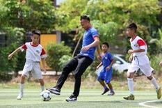 Mùa hè trẻ con mê nhất… đá bóng