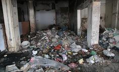 Chung cư bỏ hoang giữa lòng Hà Nội ngập tràn rác thải