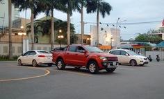 Sau tất cả, xe ôtô chẳng những tăng giá mà còn để khách đợi