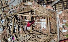 'Không biết làm sao dựng lại được nhà...'