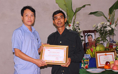 Truy tặng danh hiệu 'Bạn đồng hành quanh tôi' cho phóng viên Đinh Hữu Dư