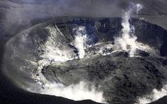 Núi lửa Shinmoe chuyển mình, người Nhật sợ mất khách du lịch