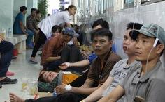 Hàng trăm công nhân phải nhập viện sau bữa ăn chiều