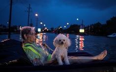 Thế giới trong tuần qua ảnh: lũ lụt ở Nam Á, bão ở Mỹ
